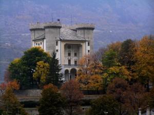 l'autunno circonda il castello