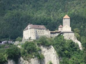 Su di un colle maestoso emerge Castel Tirolo