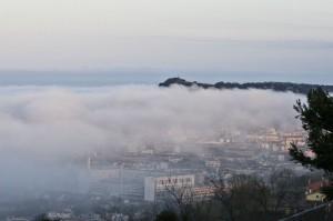 Sole e nebbia