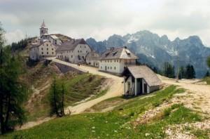 Monte Santo di Lussari-Mont Sante dal Lussâr-Luschariberg-Svete Višarje  Tante lingue per un posto unico