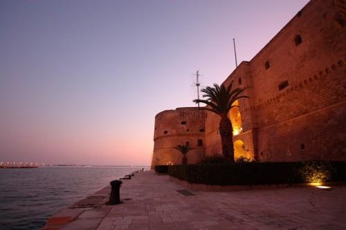 Taranto - Il Castello Aragonese dal Canale