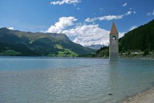 """Il gran lago """"Mittersee"""" custode di Curon"""