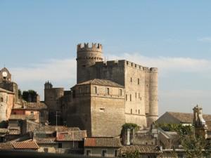 Il castello che bacia il tevere dall'alto.