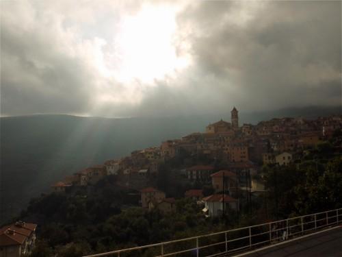 Pietrabruna - uno squarcio fra le nuvole...