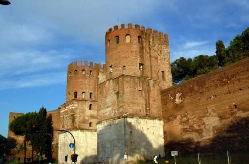 Roma - le torri di porta san sebastiano