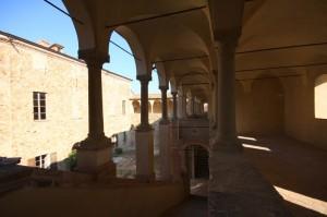 Colonnato e cortile interno del castello