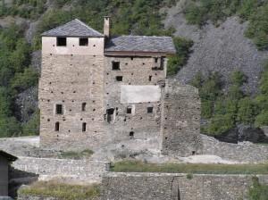 passando, uno sguardo al castello