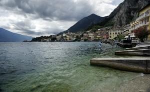 Vista lungo lago di Limone sul Garda