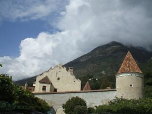 Castel Coldrano -  una torre e la residenza interna