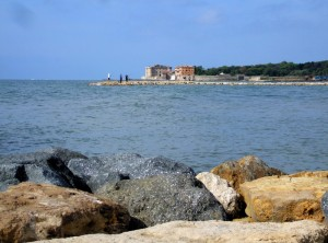 Castello Odescalchi-Orsini….dalla scogliera di Marina San Nicola
