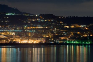 IL porto di notte visto da lontano