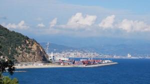 Il porto e sullo sfondo Savona