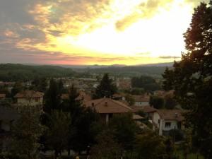 Cocquio Trevisago visto da Caldana al tramonto