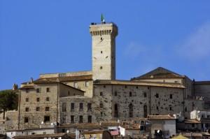 Il tricolore sul castello