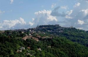 Montefiascone si vede la Rocca dei Papi e sue chiese