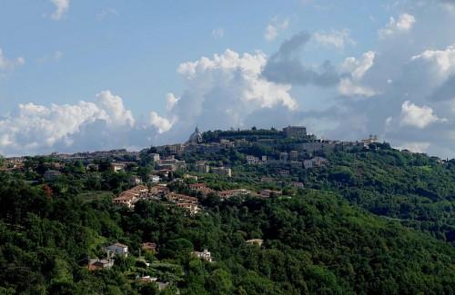 Montefiascone - Montefiascone si vede la Rocca dei Papi e sue chiese