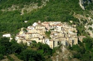 Panorama del borgo di Castelmenardo