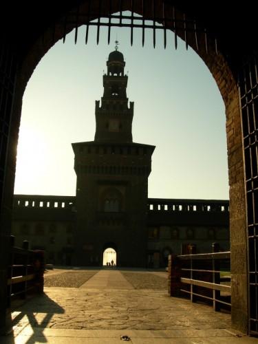 Milano - .....i tanti accessi del castello...