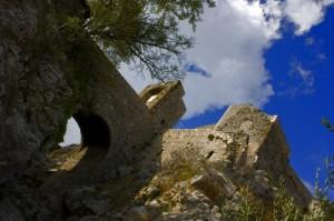 Sotto le mura del castello