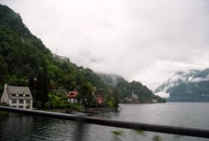 Nubi minacciose sulla Valsolda e sul lago