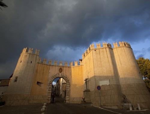 Genazzano - Porta fortificata, ingresso alla cittadina