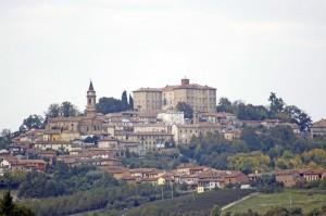 Govone dominato dal Castello dimora Savoia