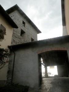 Una torre tra le case