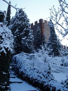 Scorcio del Castello di soave dopo nevicata