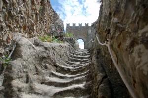 Altra immagine dell'interno della fortezza di Sperlinga