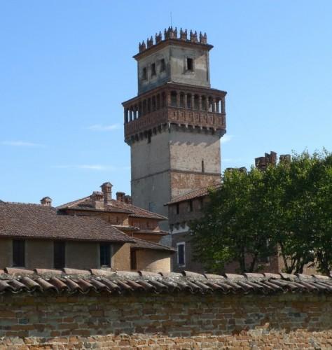 Chignolo Po - Una torre nella pianura