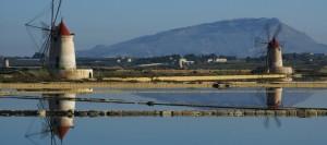 il monte erice si specchia nella laguna