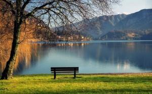 Il lago e la panchina