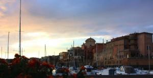 il borgo fortificato e il porto di Nettuno