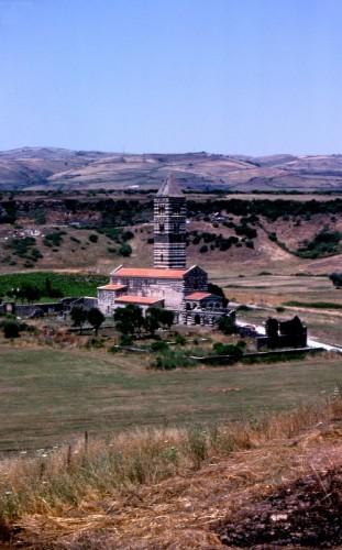 Codrongianos - La basilica di Saccargia e la sua campagna