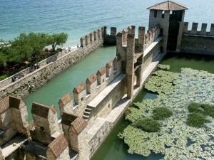 Le mura del castello scaligero