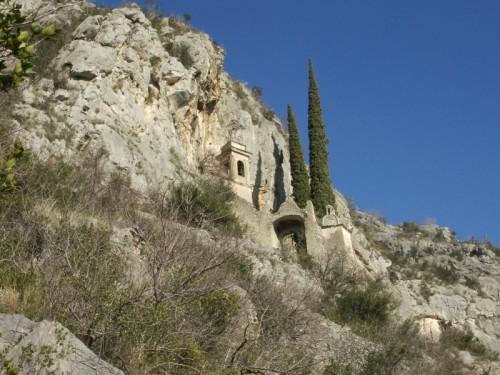 Cogoleto - Chiesetta tra le rocce