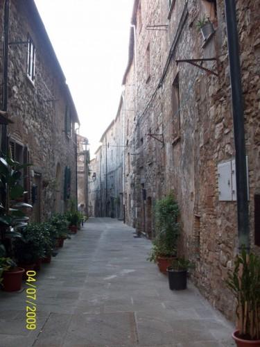 Casale Marittimo - Suggestivo scorcio in mattoni