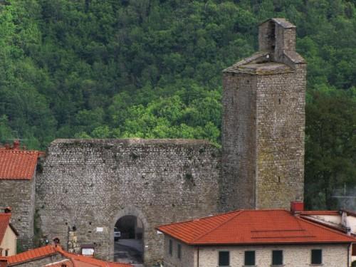 Montemignaio - La Torre e la porta del Castello
