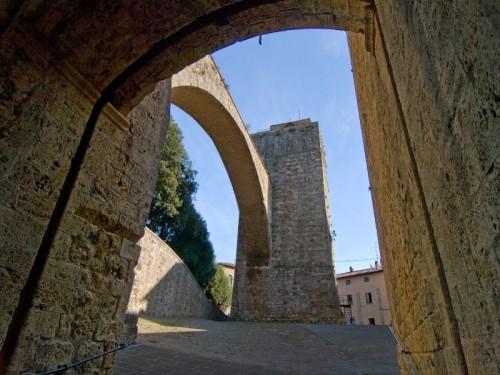 Massa Marittima - Arco e torre del Candeliere - n.1