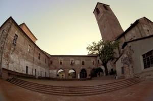 Per Justinawind: Il cortile del castello di Carmagnola.