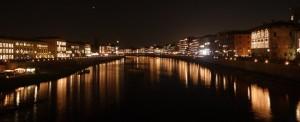 L'Arno a Pisa la notte della Luminara