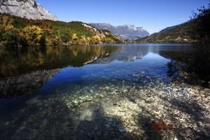 Lago di Cavedine con foglia