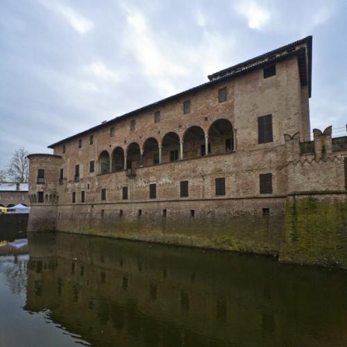 Fontanellato - Il lato della loggia del castello di fontanellato