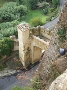 vista sulla torretta dell'arco di ingresso del paese di CERI