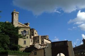 Rocca Monaldeschi che sovrasta il paese