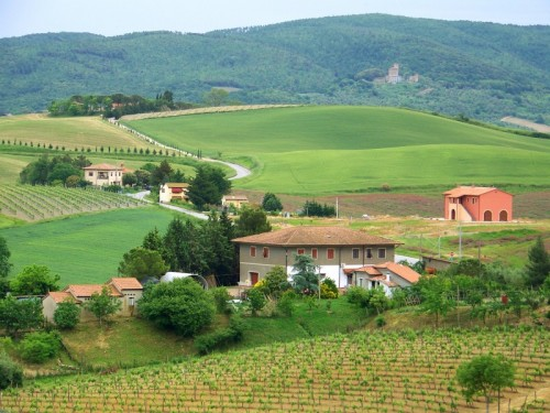 Lorenzana - Uscendo dal borgo