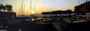 Tramonto fra le barche nel porticciolo di Torri del Benaco