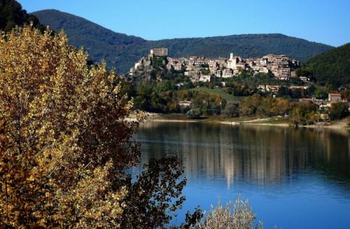 Castel di Tora - riflessi