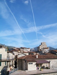 incrocio di linee nel cielo