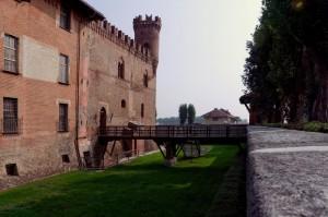 Il fossato del castello vuoto